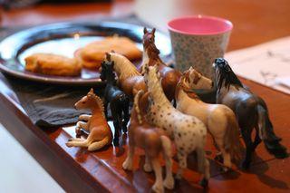 breakfast horses